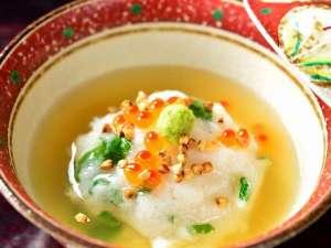 新鮮な地元野菜にこだわりる会席料理は選りすぐりの旬の食材を味わう至福の時間