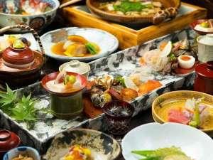 【夕食】いいものをさりげなく。味付けにこだわる夕食は月替わりで提供致しております。