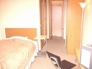 【ホテルAタイプ】お風呂とトイレが別々にお部屋についています♪(セミダブルベッド、冷蔵庫付き)