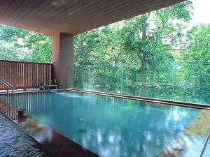 四季折々の景色に癒される 森の天空露天風呂