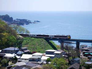 *周辺一例/観光列車「リゾートしらかみ」も走る街へようこそ!