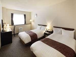 【禁煙】コンフォートツインルーム(一例)加湿空気清浄機を設置。ベッドはデュベスタイルです。