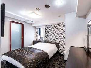 ダブルルーム ベッド幅140cm