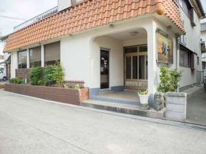 *【外観】民宿「潮幸」は自然と神々に愛される島「篠島」にあるふぐと海鮮料理の宿です