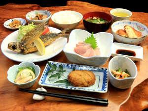 【夕食】☆屋久島の味☆地元の食材を豊富に取り入れた手作り田舎料理☆