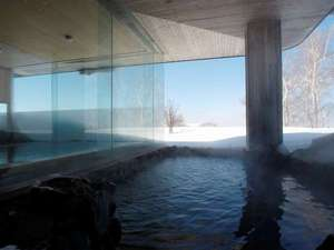 【温泉 山泉】露天風呂は檜風呂側のみ、サウナは両方にご用意しております。
