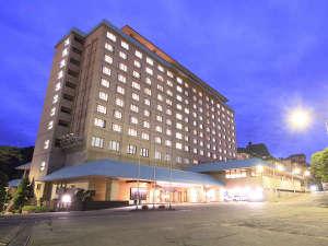 花巻温泉のゲートをくぐると一番最初に目に入るのがホテル千秋閣です。