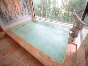 天然温泉の大浴場