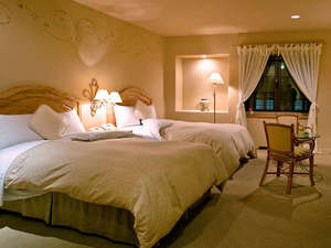【ツインスタンダード(32平米)】リゾート感を醸すお部屋(ベッド129cm×190.5cm)