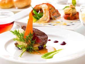 """一皿ごとに""""旬""""を感じるお料理は厳選食材と有機野菜が自慢。温泉宿では珍しい本格フレンチをご堪能あれ!"""
