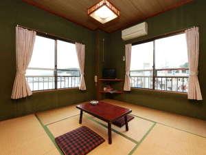 当館の客室は、2階と3階にございます。人数によってお部屋を調整いたします。