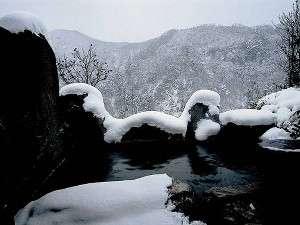 九酔渓一望の露天風呂。冬の楽しみは雪見露天