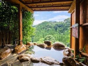 九酔渓を望む露天風呂をごゆっくりとお楽しみください/例