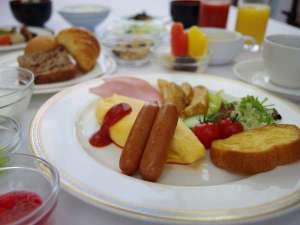 9階レストラン エトワールの朝食ブッフェ。和食・洋食をご用意。(営業時間 7:00~10:00)