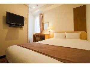 全てのシングルルームは140cm幅ベッドのゆったりサイズ。枕は固めと柔らかめのリバーシブルタイプです。