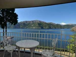 【本館】富士山ビューツインルームからは富士山と芦ノ湖を一望できます。