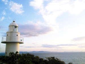 西浦半島先端の証「橋田鼻灯台」。雄大な三河湾を一望