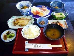 *お魚からみそ汁の具、納豆まで、一品一品をこだわった朝食。