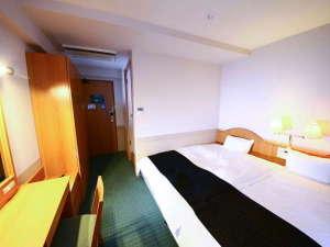 ハリウッドツインルーム 広さ:14㎡ ベッド幅:110㎝ ※ベッド2台をつけております。