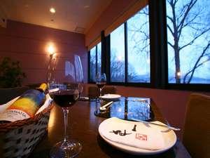お食事は夕・朝ともにレストラン「CLOUD」にてご用意致します。