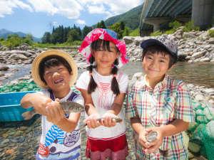 【夏・ホテルイベント】エンゼル冒険王♪魚の掴み取りは夏の特別な体験に♪