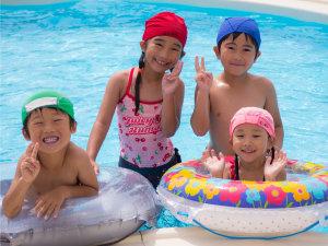 【屋内プール】温水プールだから雨でも夏以外でも1年中お楽しみいただけます♪