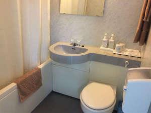 ツインルームのバストイレです