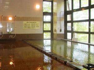 *お肌がつるつるになると評判の、寒水沢温泉の源泉かけ流し。