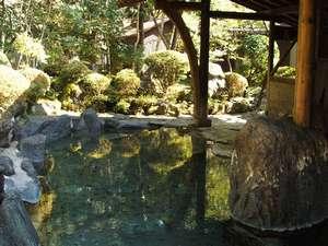 混浴大露天風呂は大自然に包まれながらお楽しみくださいませ。