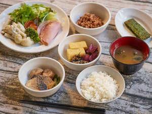 【朝食】3階レストラン ・朝食内容…和食・洋食のビュッフェ・朝食時間…7:00am~10:00am