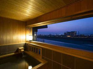 【特別室・清涼の間】檜造りの露天風呂