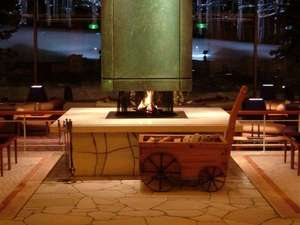 冬にはあたたかい暖炉でお出迎えいたします。