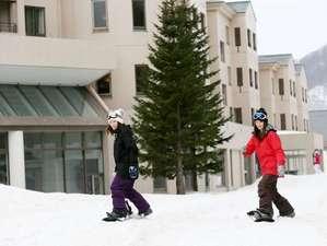 【グランデコスノーリゾートオフィシャルホテル】ゲレンデへはホテルからそのまま滑り出しOK!