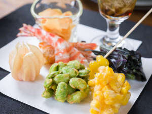 *お夕食一例/四季を通して素材の持味を存分にご賞味いただけますよう、真心込めてお創りしております。