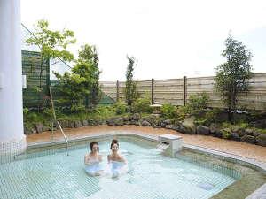 開放感あふれる露天風呂でのんびり