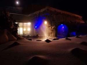 青の洞窟露天風呂と雪の結晶