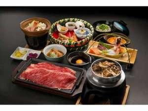 彩美牛を使用した焼きしゃぶなど彩り豊かな和洋会席膳(宿泊夕食)