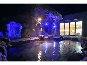 夜の洞窟風呂と岩風呂