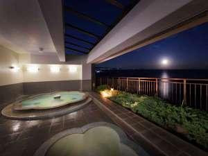 最上階にある露天風の展望風呂【華幻kagen】月夜が照らす幻想的な風景 思わず見とれてしまいます・・