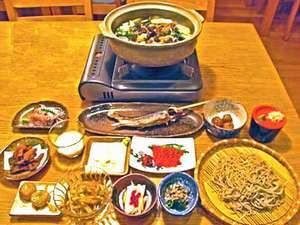 *夕食一例。地元産の食材を使ったお料理は、ヘルシーで身体に優しい味わいです♪