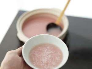 【朝食】紀州梅粥はご希望の方へ。さっぱりとしていて旅疲れや、呑み過ぎでも食がすすむと好評