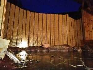 夜には満天の星空を見ながら入る露天風呂は気持ちいい♪