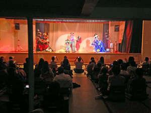 月替わりで劇団のお芝居を楽しことが出来ます。