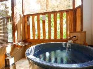 城崎の離れ座敷まで来たらさらにプライベート性アップの露天風呂付客室へ。