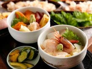 お好きなお造りを乗せて作る「勝手丼」は夕食ブッフェの人気料理!