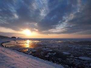 条件がよければ流氷の上からこんな絶景体験が叶うかも!