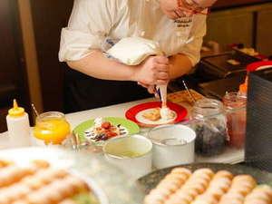 知床テラスダイニング波音(HAON)のスイーツキッチン。デコレーションはスタッフが全力で仕上げます!