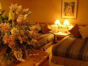 MATTOスイートです。ベッドスペースに花をあしらってみました。