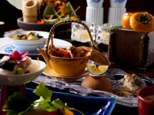 【おもてなし懐石】独創的な田舎料理。目で楽しみ、香りで感じ、舌で喜ぶ。