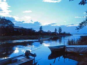 ★早朝の外観です!湖はしじみを獲る漁船でいっぱいです
